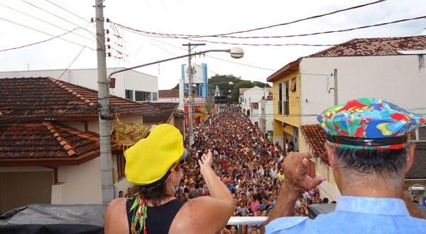 Barracas e estacionamentos para o novo carnaval 2013