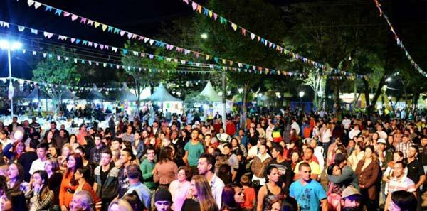 Ótima presença de público garante sucesso da 1ª festa junina da educação