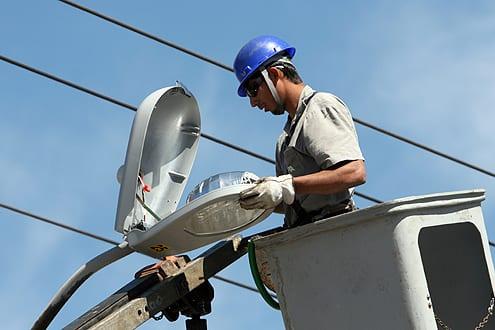 Prefeitura disponibiliza serviço gratuito para melhoria na iluminação pública e energia elétrica