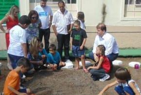 Horta Educativa na Escola Amália Patto começa a dar bons frutos