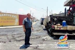 Prefeito Marcelo Vaqueli vistoria obras de asfalto no Vale das Flores