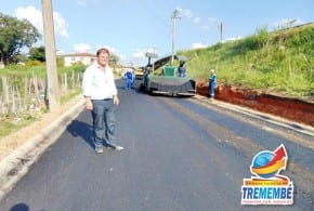 Avenida Rodolfo de Bonna no Canaã recebe asfalto de qualidade