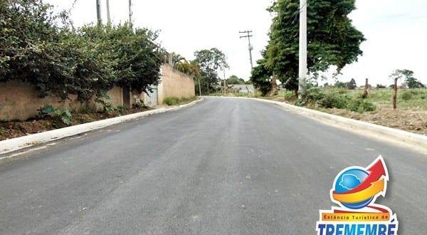 Avenida Agostinho Manfredini no Vera Cruz recebe asfalto de qualidade