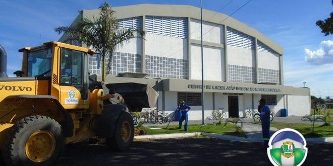 Prefeitura planta Palmeiras Imperiais na Quadra Coberta