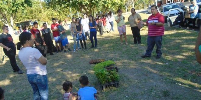 Secretaria de Agricultura e Meio Ambiente realiza oficina de horta urbana e plantio de árvores nativas na Colônia de Férias